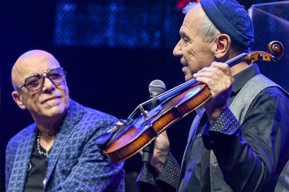 Die Musiker Toni Krahl (l) und Georgi Gogow bei der PK.