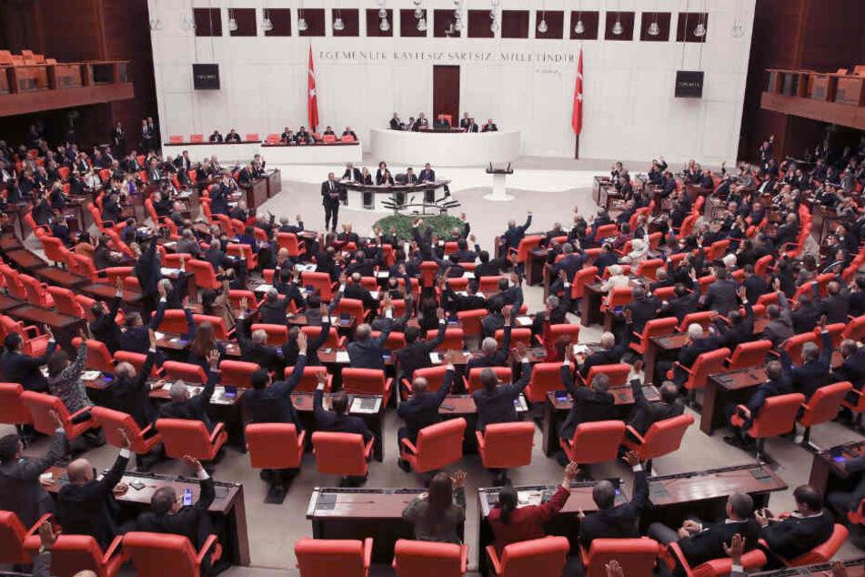 Das türkissche Parlament. Hier soll über den umstrittenenn Gesetzesentwurf berichtet werden.