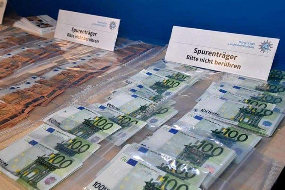 500 falsche 100-Euro-Scheine und 1000 gefälschte 50-Euro-Scheine wurden sichergestellt.