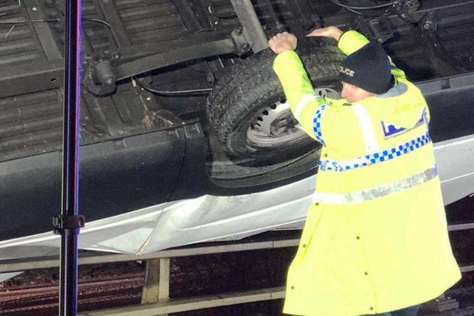 Polizist verhindert mit bloßen Händen schrecklichen Unfall
