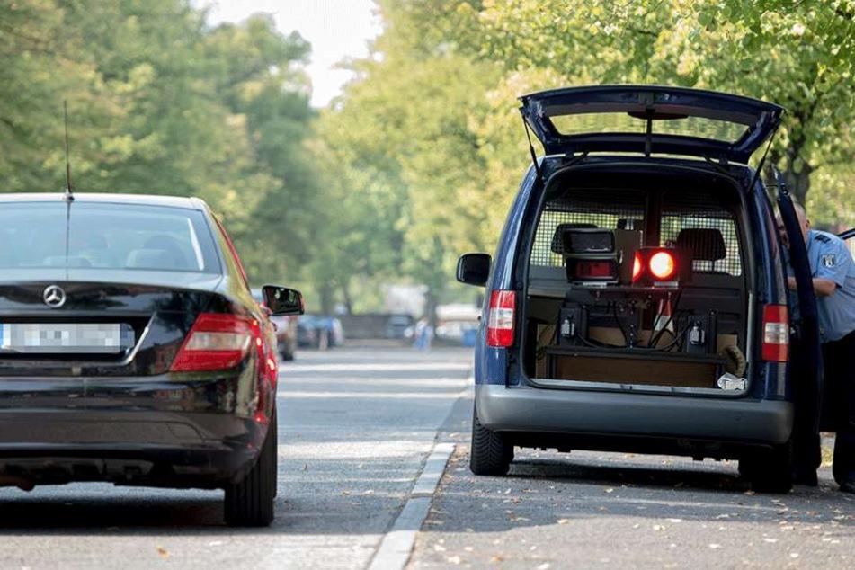 Die Polizei blitzte am Karfreitag 652 Autos (Symbolbild).