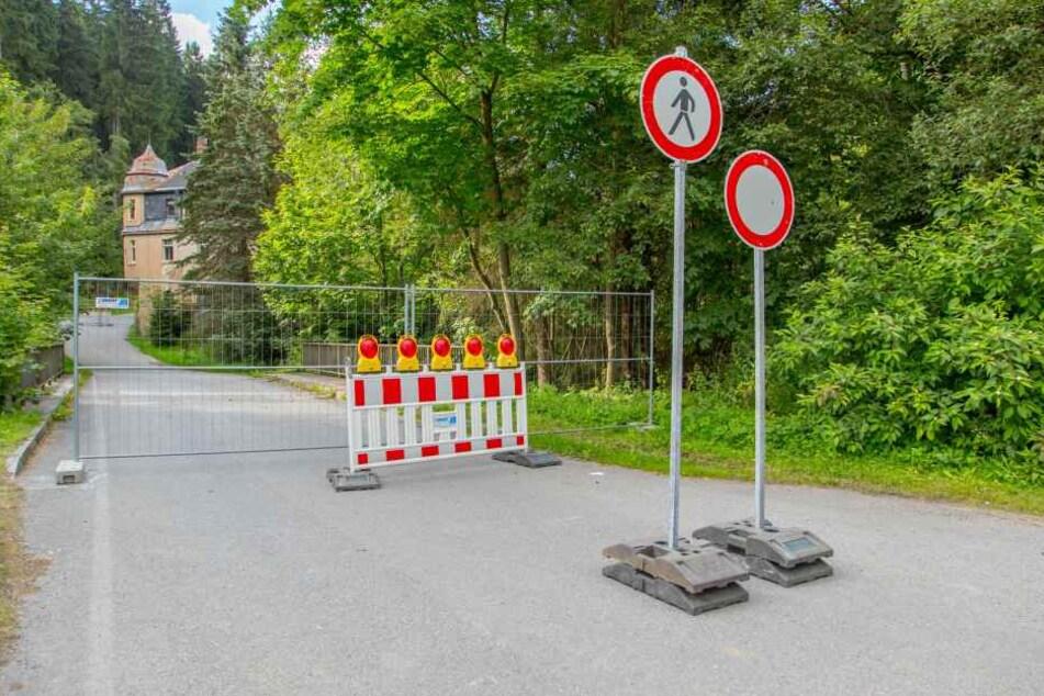 Aus Sicherheitsgründen musste jetzt die Straße vor der Mühle gesperrt werden.