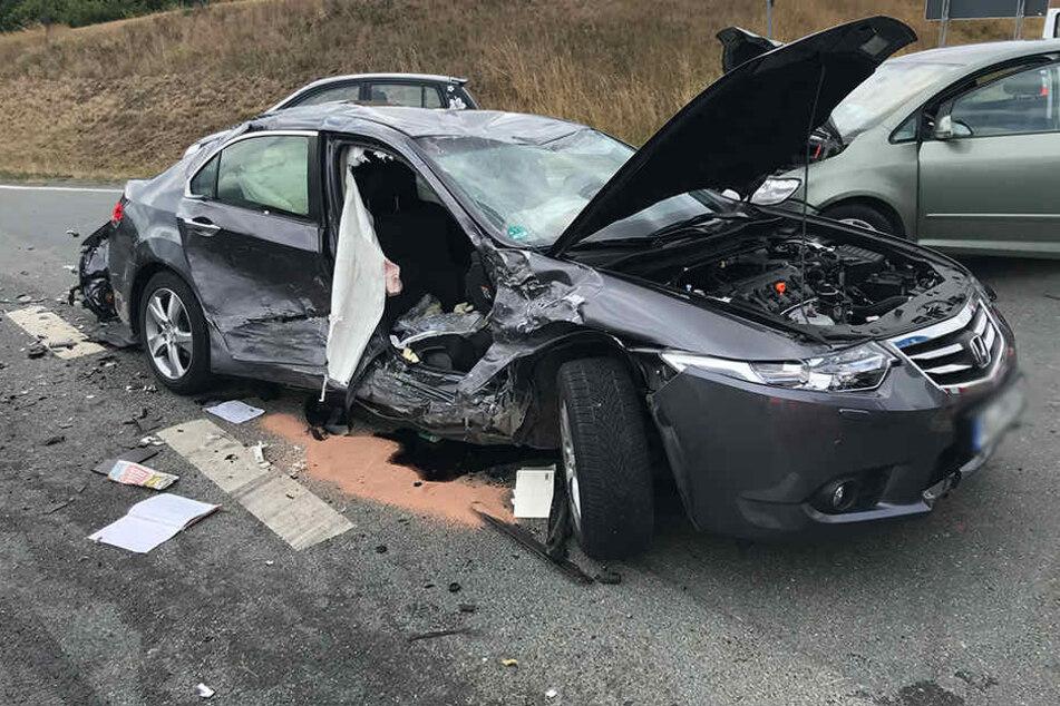 Der Honda wurde bei dem Crash stark demoliert.