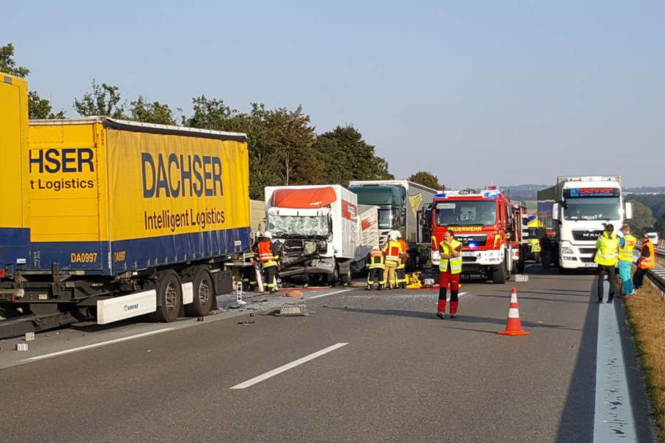 Drei Lkw sind auf der A4 zwischen Salzenforst und Uhyst ineinander gekracht.