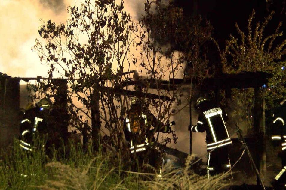 Die Lauben brannten komplett aus.