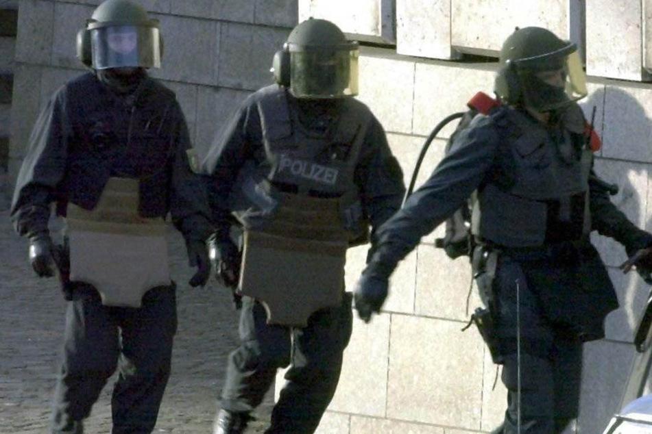 Sie wollten Polizisten in die Luft sprengen! Terrorverdächtige festgenommen