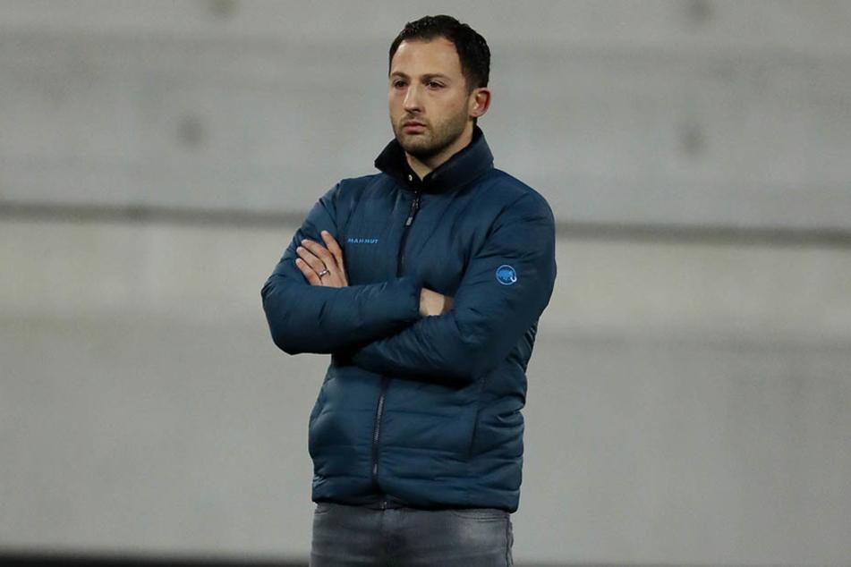 Trainer Domenico Tedesco zeigte während der 90 Minuten trotz aller Spannung Ruhe, brüllte nicht, hampelte nicht wild gestikulierend herum.