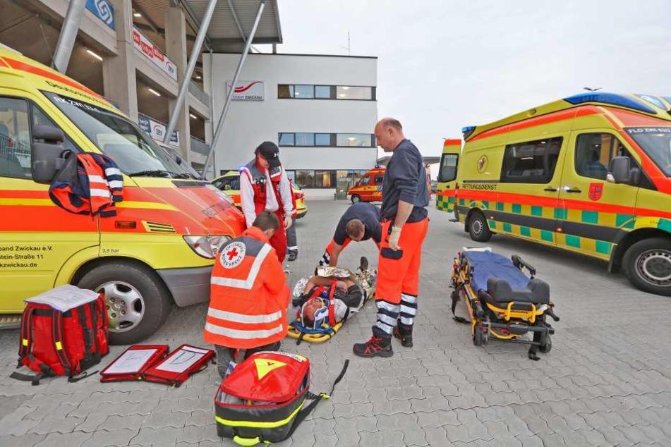 Am Zwickauer Stadion wurde für den Ernstfall geprobt.