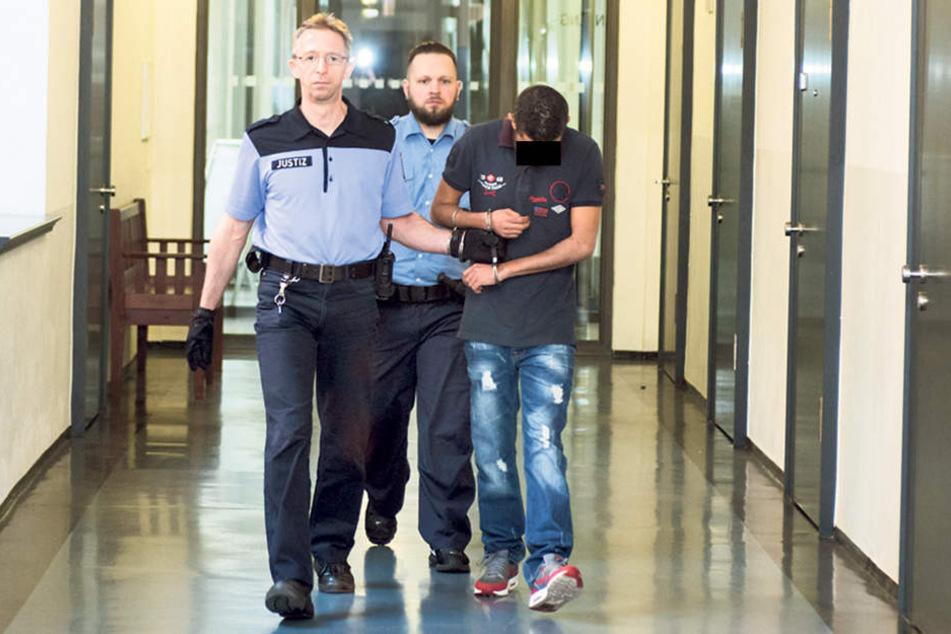 Charfeddine S. (29) soll Drogen im Mülleimer im Bahnhof Sebnitz deponiert  haben.