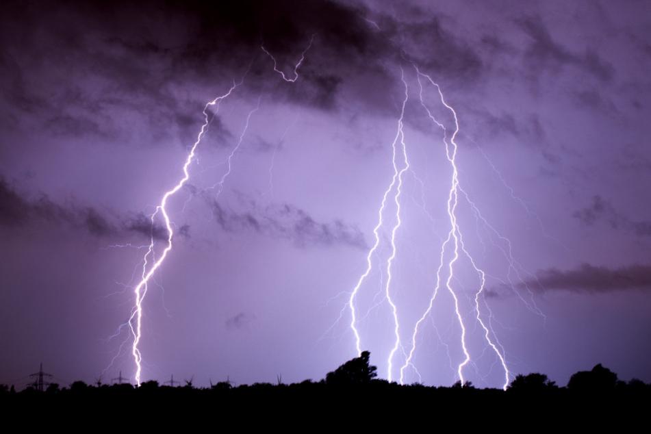 Blitze, Hagel und Sturmböen. In Niedersachsen wütete am Samstag echtes Aprilwetter.