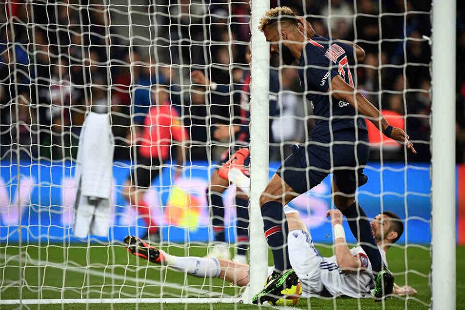 Klärte auf der gegnerischen Torlinie: Eric Maxim Choupo-Moting (30) von PSG.