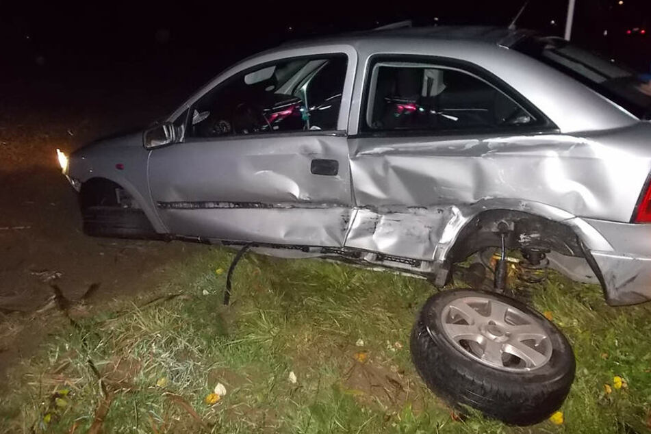 Der Opel Astra wurde bei dem Unfall schwer beschädigt.