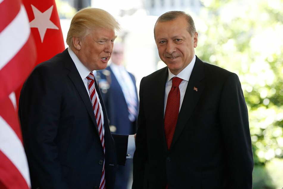 Donald Trump (73, l.) und Recep Tayyip Erdogan (65) bei einem Empfang in Washington (2017).