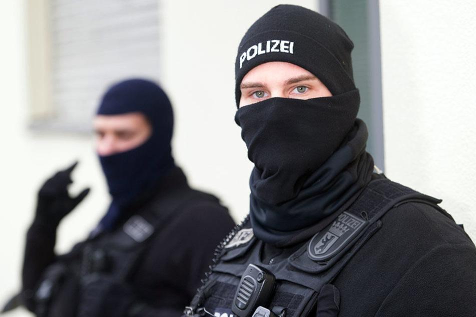 Spezialeinheiten der Polizei gehen immer wieder gegen das Islamisten-Netzwerk vor. (Symbolbild)