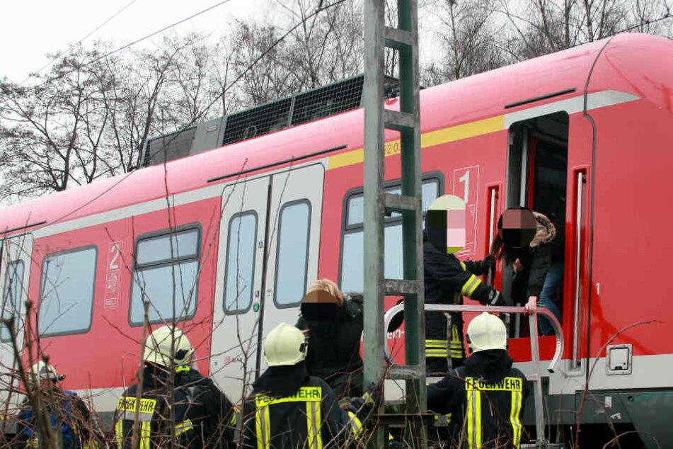 Bombendrohung im Zug: Das führte der Randalierer wirklich mit sich