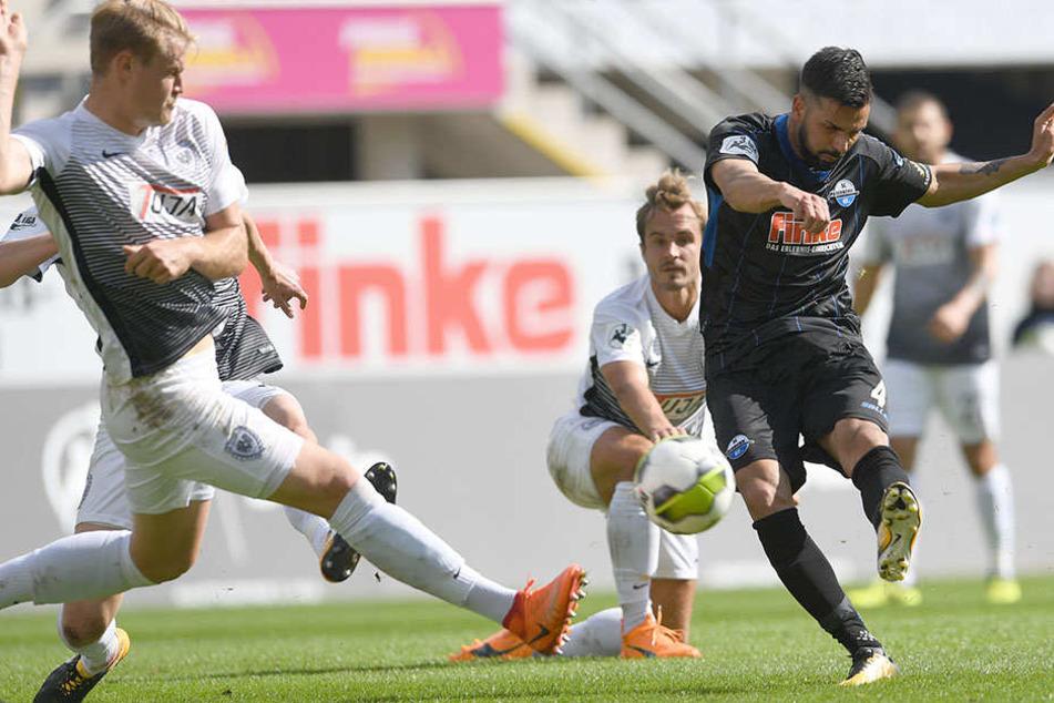 Massih Wassey (29, re.) traf gegen Preußen Münster doppelt.