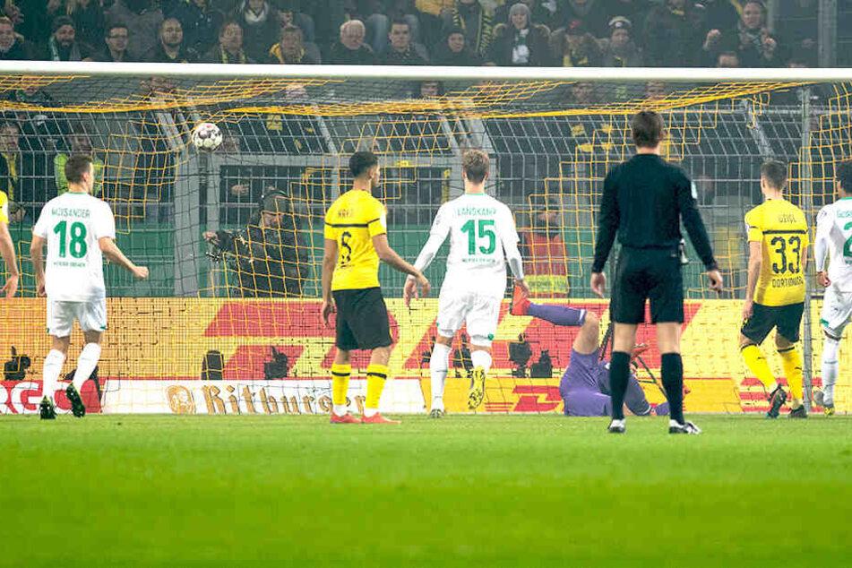 Hier war Dortmunds Keeper Eric Oelschlägel geschlagen: Werder Bremen ging durch Milot Rashica in Führung.