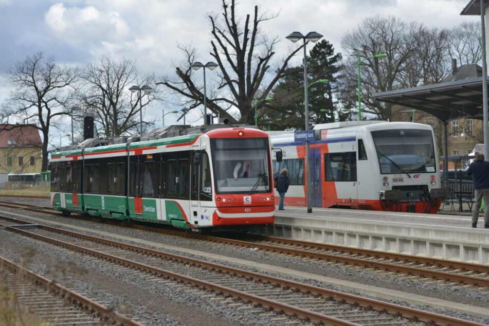 Eine Citybahn im Bahnhof Frankenberg.