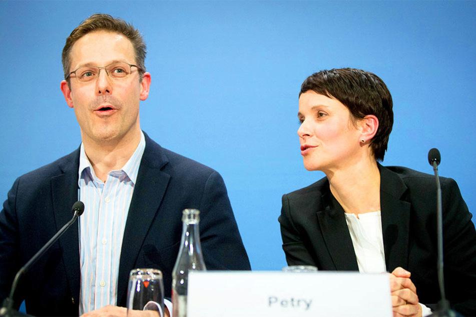 Marcus Pretzell (links) und Frauke Petry kommen nach Bielefeld.