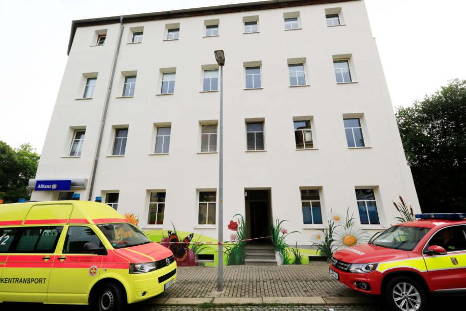 Der nach dem Container-Brand abgesperrte Bereich in der Kantstraße am Freitagmorgen.