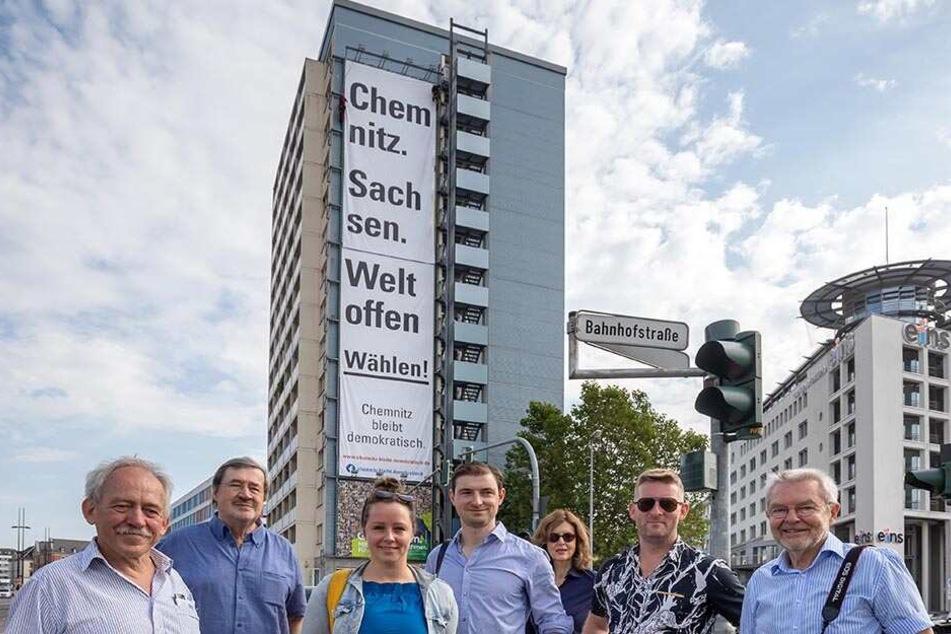 Riesenplakat in Chemnitz wirbt für weltoffene Wahl
