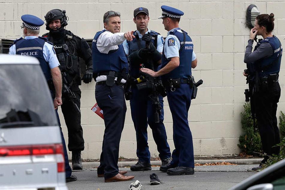 Die Polizei vor einer Moschee im Zentrum von Christchurch, Neuseeland.