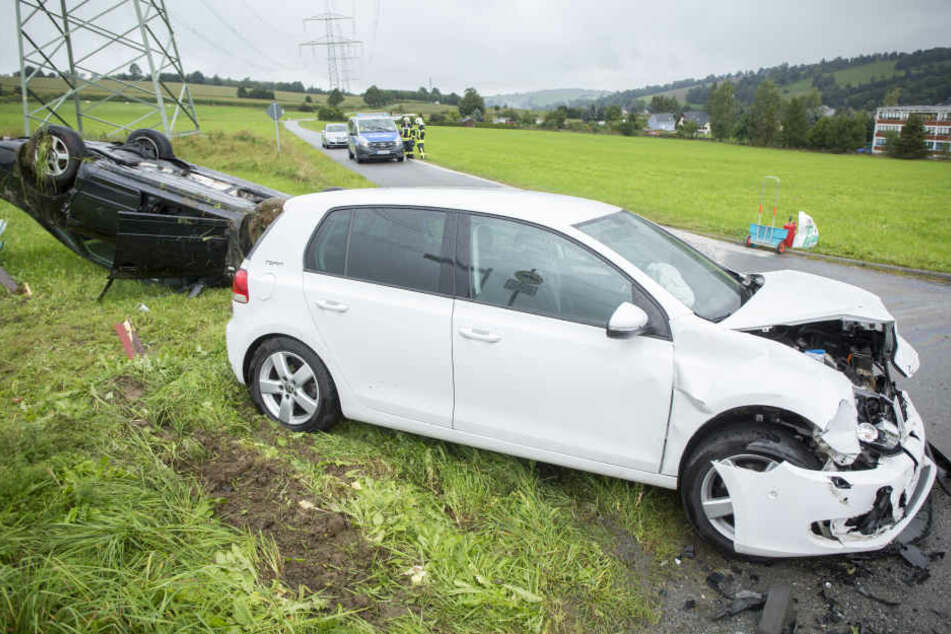 Mehrere Personen wurden bei dem Kreuzungscrash verletzt.