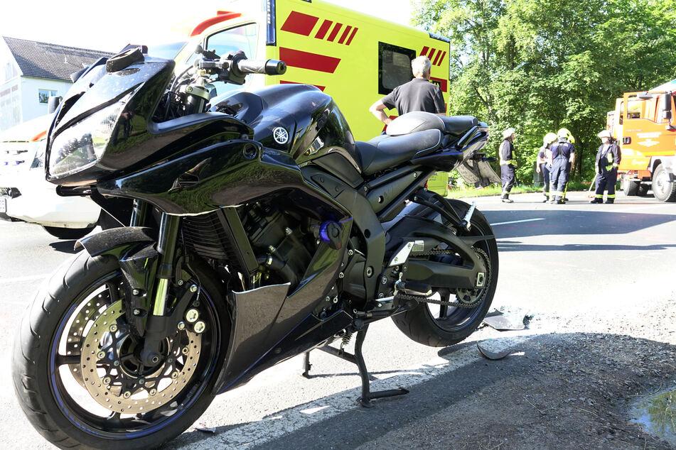 Ein Biker krachte am Samstagmorgen auf der B173 in Oederan mit einem VW zusammen. Der Motorradfahrer wurde dabei schwer verletzt.