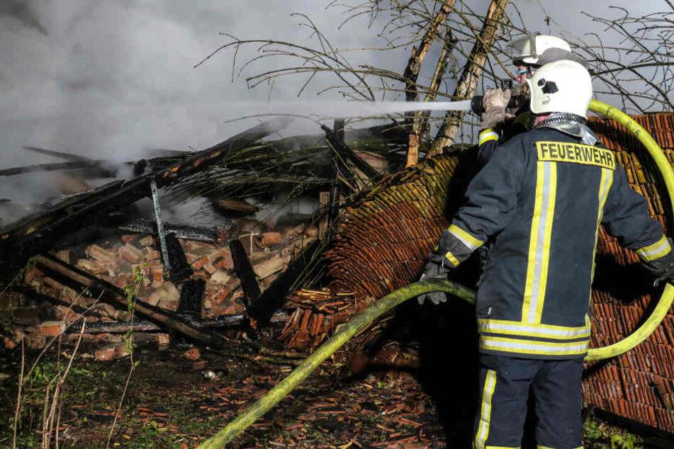 Die Scheune brannte bis auf die Grundmauern nieder.