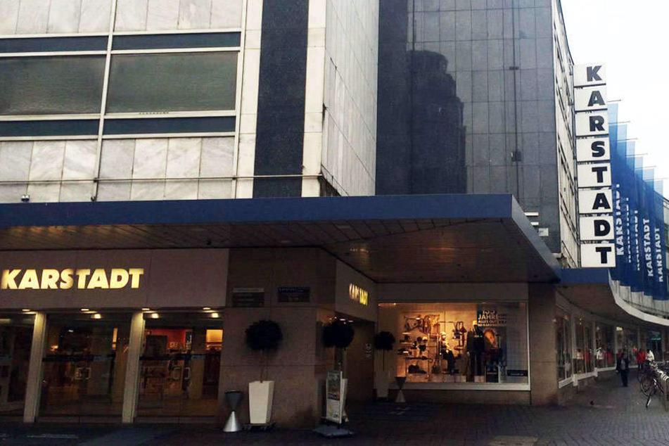 Auch das Karstadt-Gebäude gehört dem neuen Besitzer vom Geschäftshaus an der Stresemannstraße.