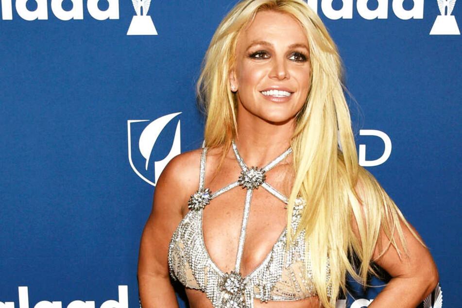 Britney Spears zeigt ihren protzigen Weihnachtsbaum und hat eine wichtige Message