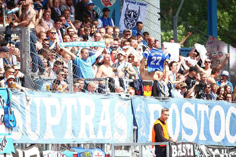 Faninvasion in Chemnitz! Mehr als 2000 Hansa-Fans werden auf der Nordtribüne wieder für mächtig Stimmung sorgen - so wie beim Ostderby vor fast exakt einem Jahr.