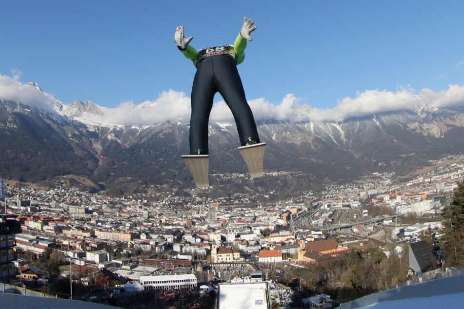 Die Vierschanzentournee begeistert jedes Jahr viele Wintersport-Fans. (Symbolbild)