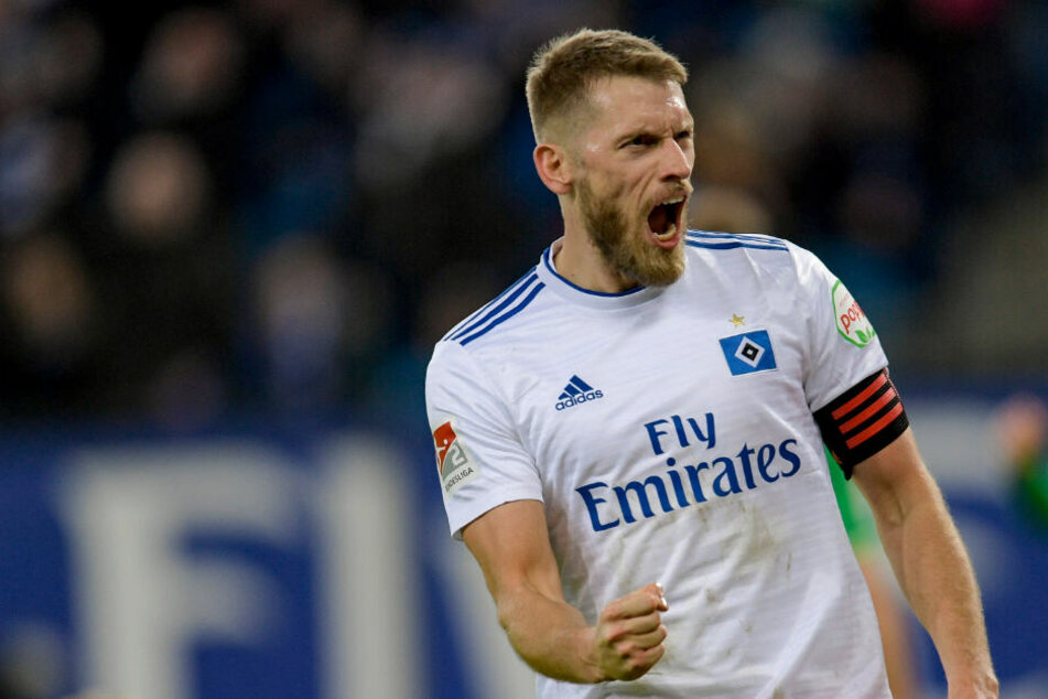 Aaron Hunt erlöste den HSV mit seinem Siegtreffer gegen Greuther Fürth und bejubelt das Tor. Nun ist er aber verletzt.