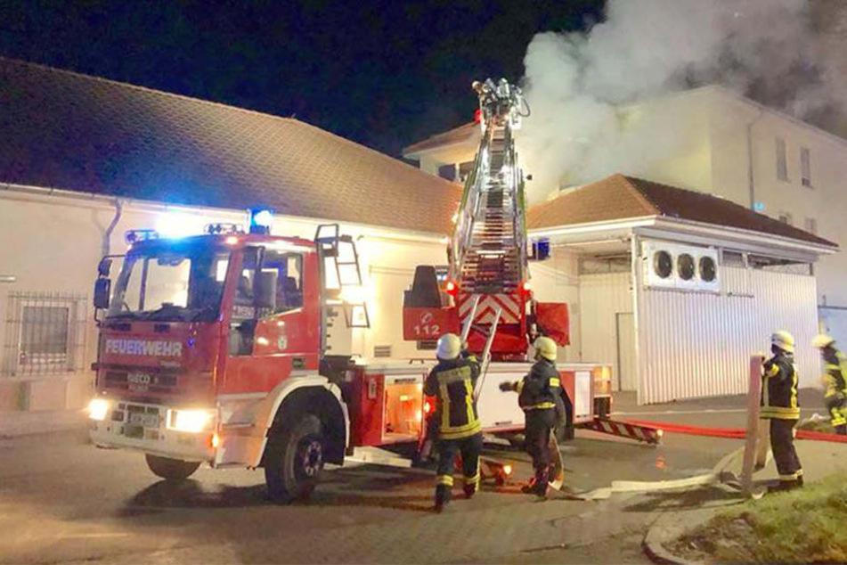 Menschenleben in Gefahr: Explosion und Großbrand in Rewe-Gebäude
