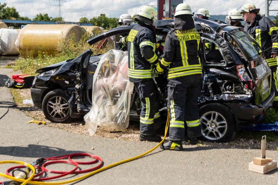 Das Dach des Autos musste abmontiert werden, um die Fahrerin zu befreien.