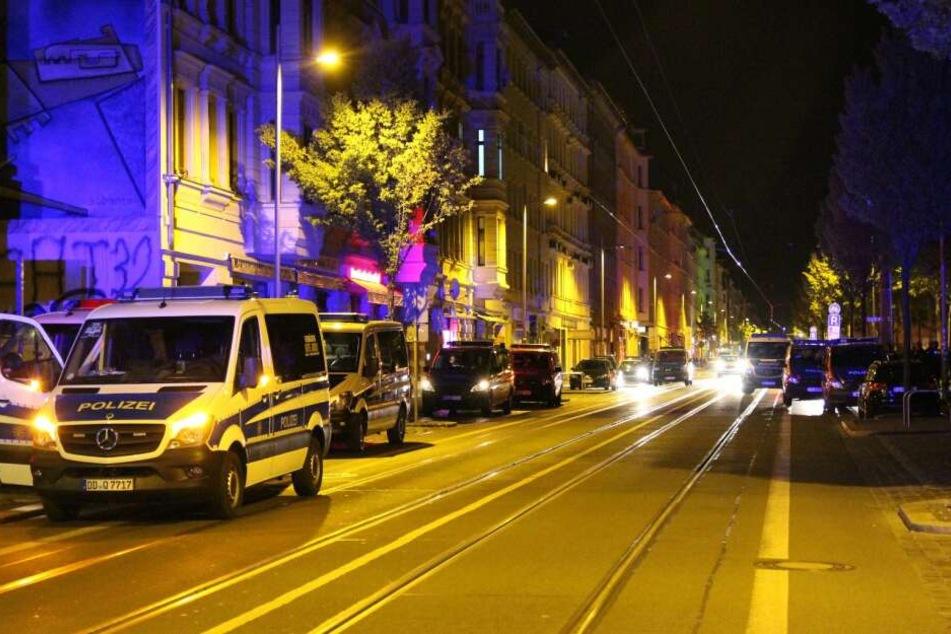 In und um die Eisenbahnstraße gab es in der Nacht zu Mittwoch ein Großaufgebot der Polizei.