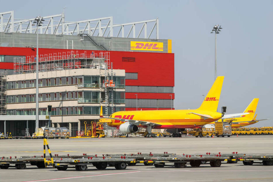 Auf dem Flughafen Leipzig/Halle könnte ein Logistik-Zentrum der Rüstungskonzerne Rheinmetall und Sikorsky entstehen.