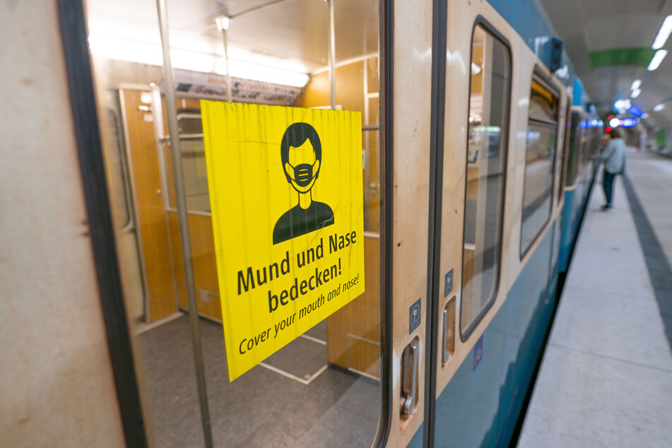 Wer keine Maske im Nahverkehr trägt, soll in Schleswig-Holstein schon bald härter bestraft werden.