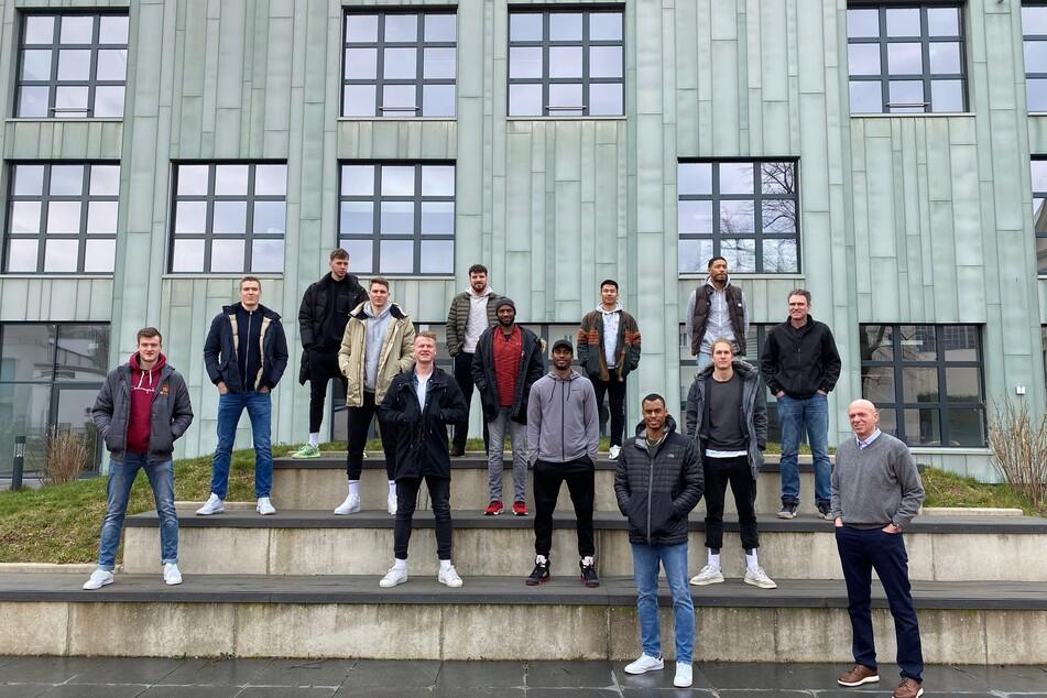 Die Niners feiern den Aufstieg in die Bundesliga: Mit Ruhe und Abstand.