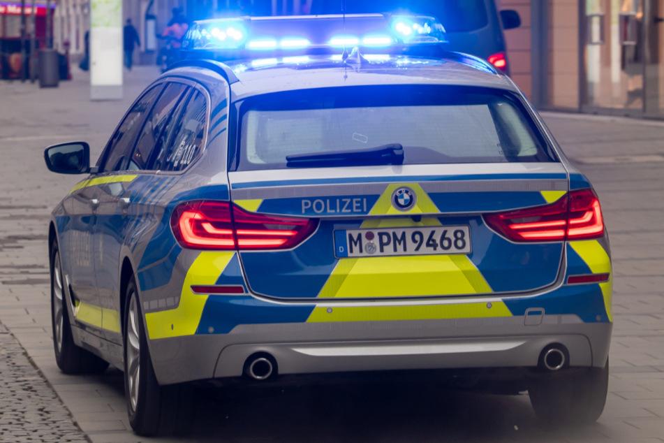 Die Polizei fand in der Wohnung des Mannes zwei Schreckschusswaffen.