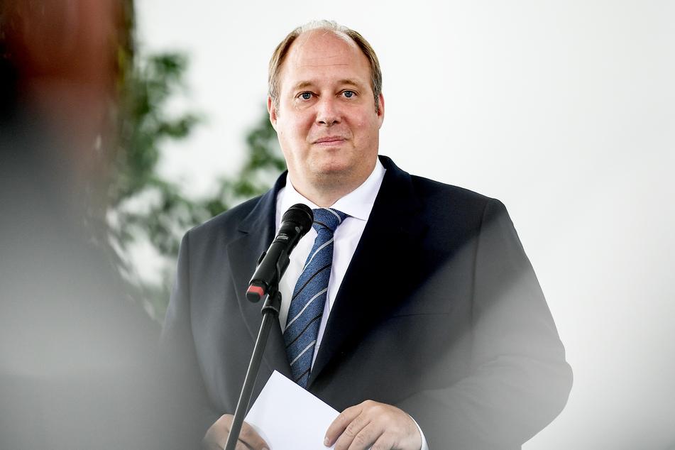 Kanzleramtschef Helge Braun (48, CDU) geht davon aus, dass Reisen ab August wieder möglich sind.