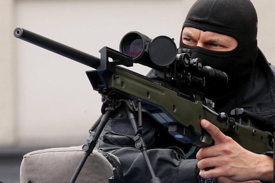 Polizisten sollen laut dem neuen CDU-Programm Geiselnehmer erschießen dürfen. (Symbolbild)