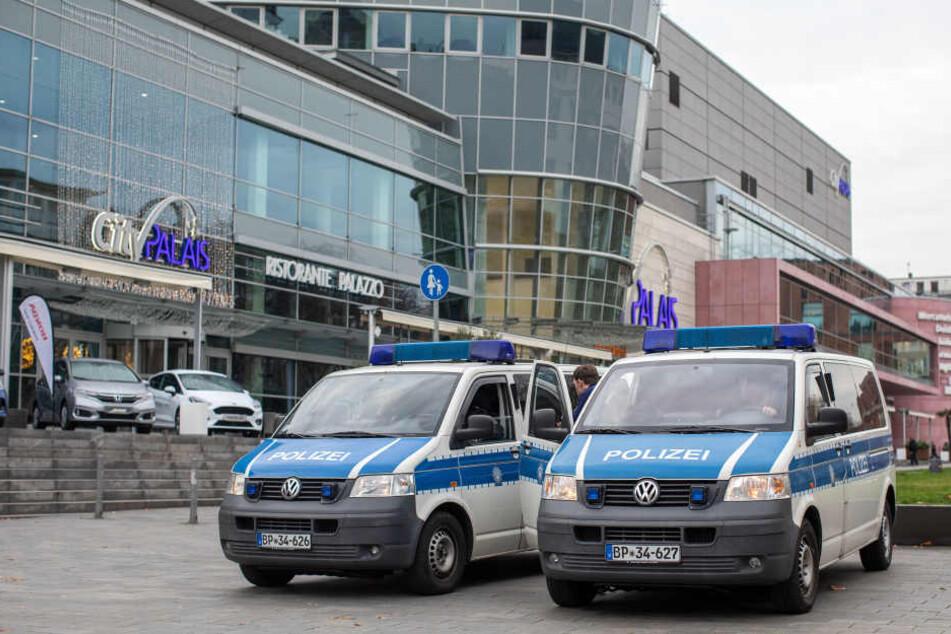 Die Polizei bei der Mafia-Razzia in Duisburg.