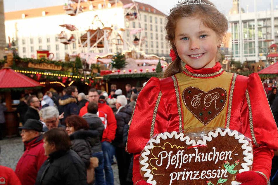 Am 3. Dezember übergibt Pfefferkuchenprinzessin Ronja auf der Striezelmarktbühne das süße Amt an ihre Nachfolgerin.