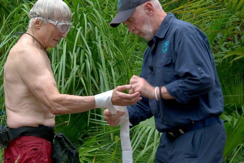 """Bei der """"Graus am See""""-Prüfung hat sich Peter verletzt. Er muss von Dr. Bob verarztet werden."""
