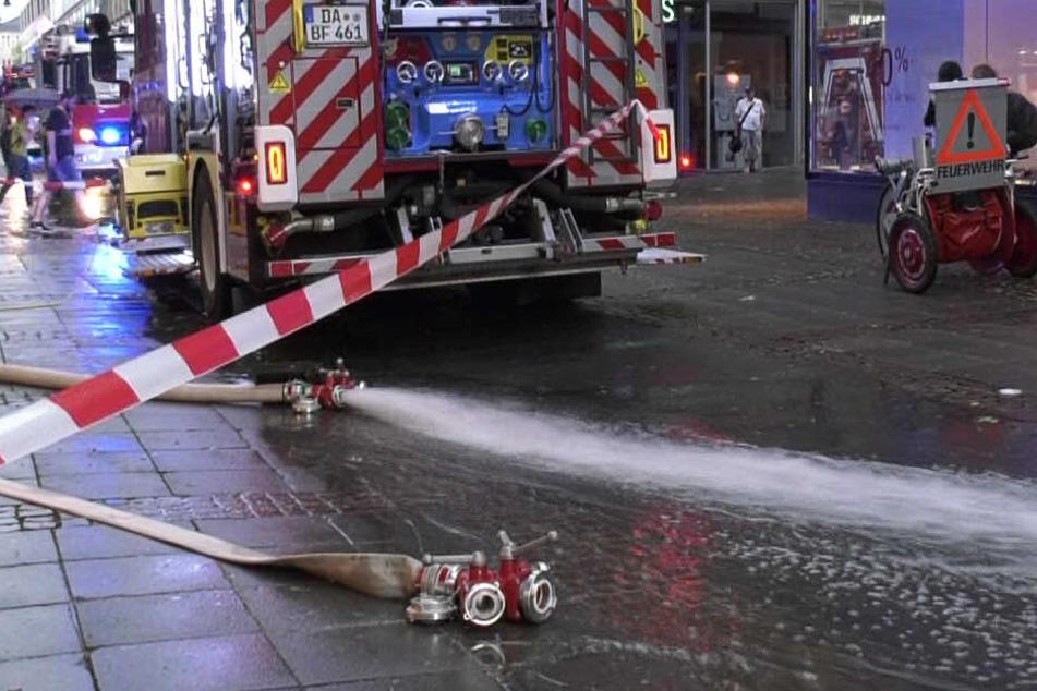 In Darmstadt musste die Feuerwehr ein überflutetes Shoppingcenter leer pumpen.