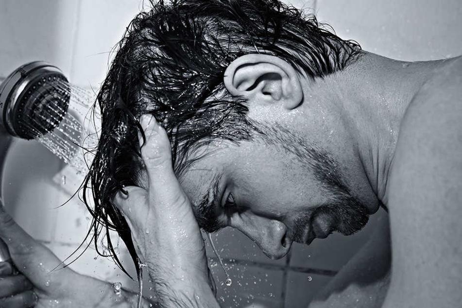 Die Wissenschaft rät lieber zu ECHTEM Wasser... Also zum Duschen.