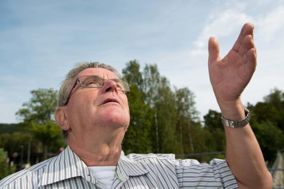 Hartmut Tanneberger (68) von der Bürgerinitiative hofft, dass die Studie beweist, woher der Gestank kommt.