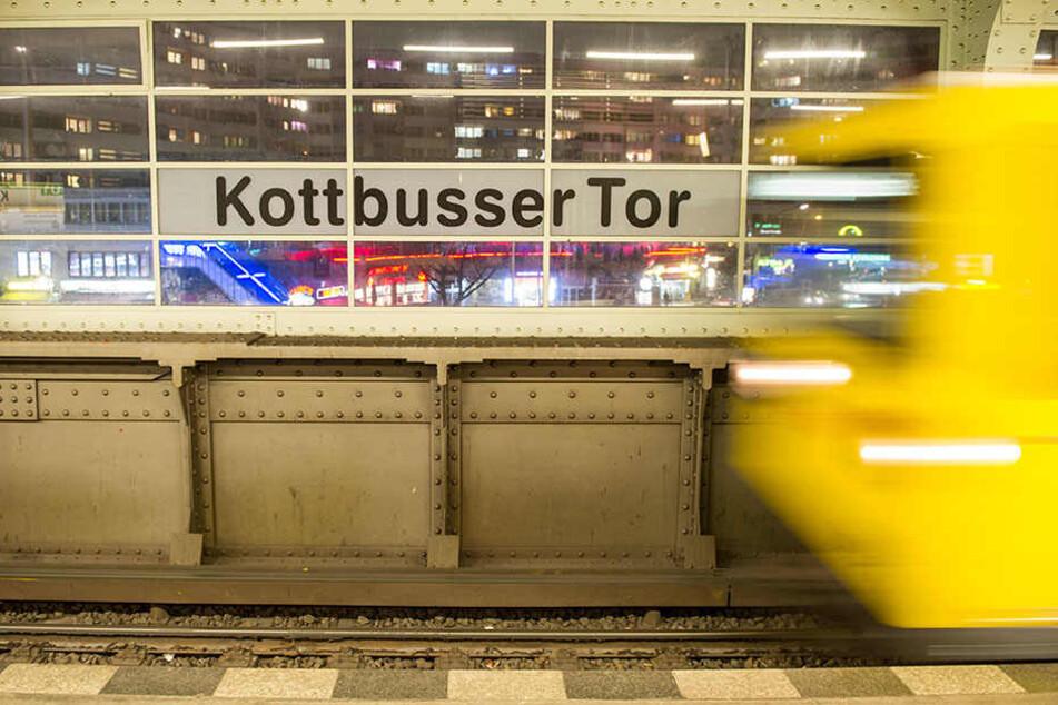 Am U-Bahnhof Kottbusser Tor soll eine 31-jährige Frau von einem U-Bahn-Fahrer rassistisch beleidigt worden sein. (Symbolbild)